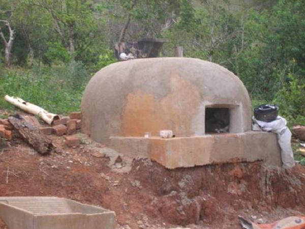 http://www.rotaway.com.br/fotos/img24_estrada_real_forno_carvao_link.jpg